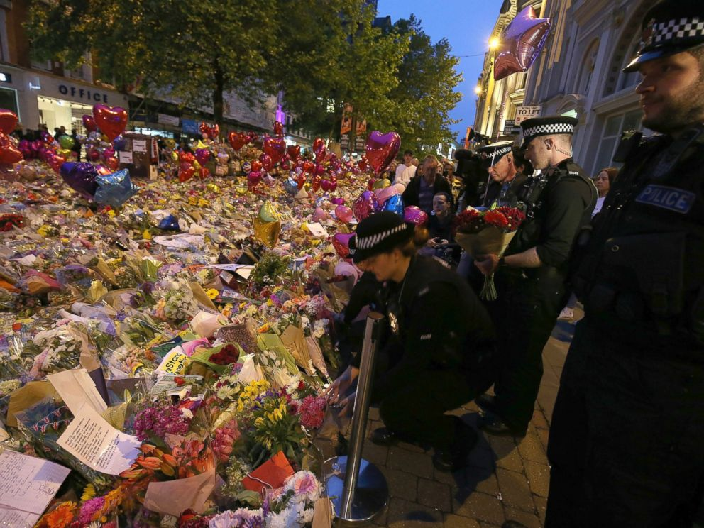 PHOTO: Police officers pay their respects for the victims of the Manchester bombing during a vigil at St Anns Square in Manchester, Britain, May 29, 2017.