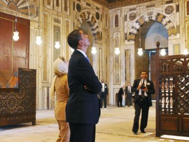 PHOTO: President Barack Obama and Secretary of State Hillary Clinton tour the Sultan Hassan Mosque, June 4, 2009 in Cairo, Egypt.