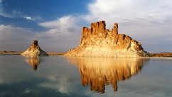 PHOTO: Tchad, geological formation on Ounianga Serir's lake in Sahara.