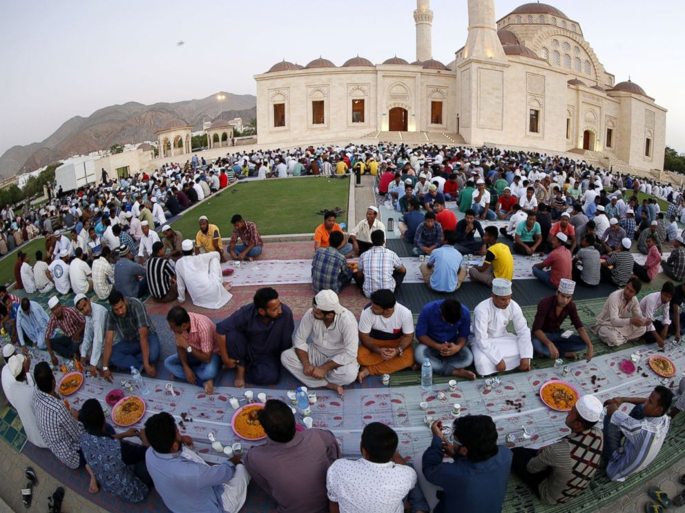 How Muslims fast where sun never sets