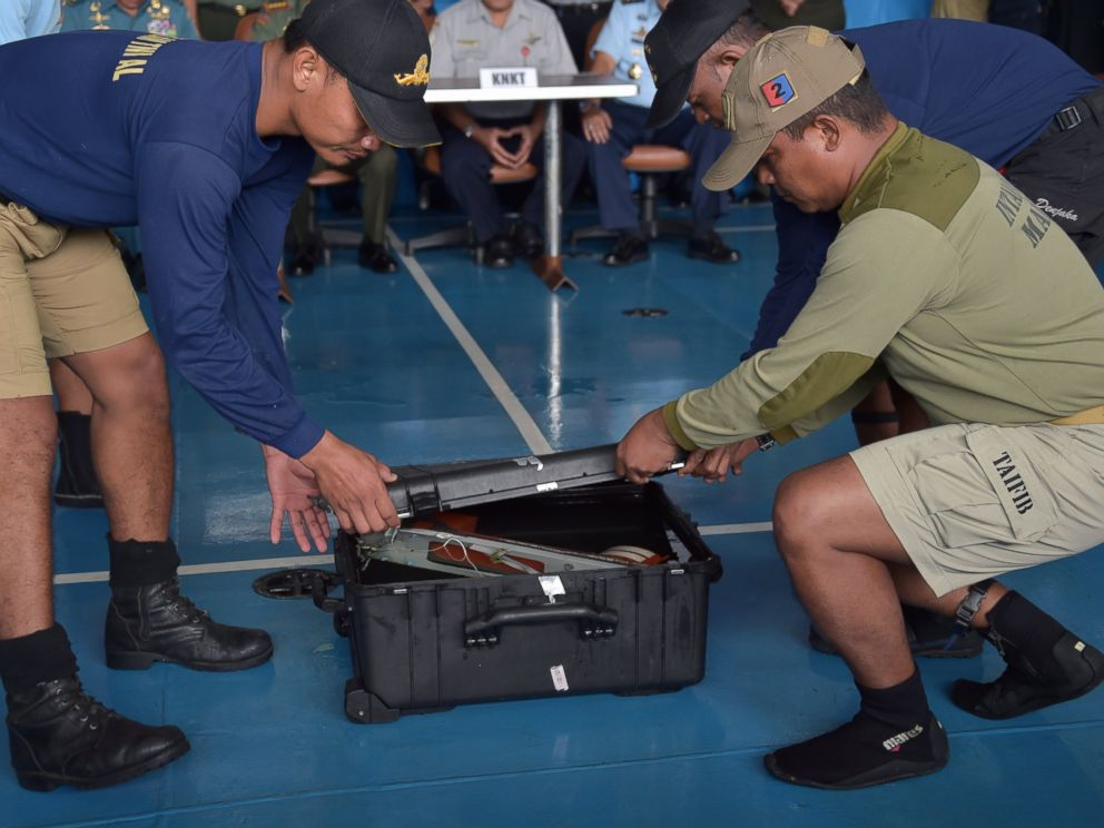 PHOTO: Indonesian navy divers onboard the Indonesian navy vessel KRI Banda Aceh remove the Flight Data Recorder of the AirAsia flight QZ8501 after it was retrieved from the Java Sea on Jan. 12, 2015.