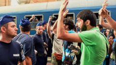 PHOTO: Budapest Closes Train Station to Stop Migrant Flow