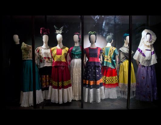 Mexican artists curious and fantastic clothes on exhibit