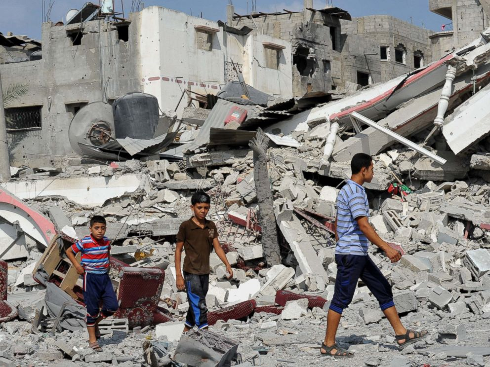 PHOTO: Palestinians try to find usable belongings at the ruins of their destroyed buildings during the 72-hour humanitarian truce in Shejaiya neighbourhood, Gaza on Aug. 5, 2014.