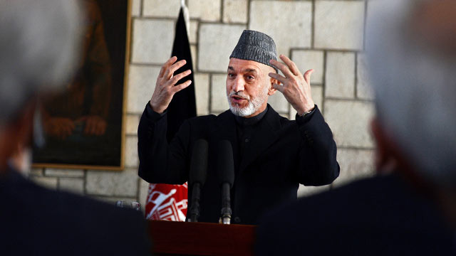 PHOTO: Afghan President Hamid Karzai answers questions du