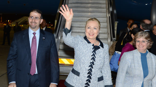 PHOTO: U.S. Secretary of State Hillary Clinton, center,arrives,