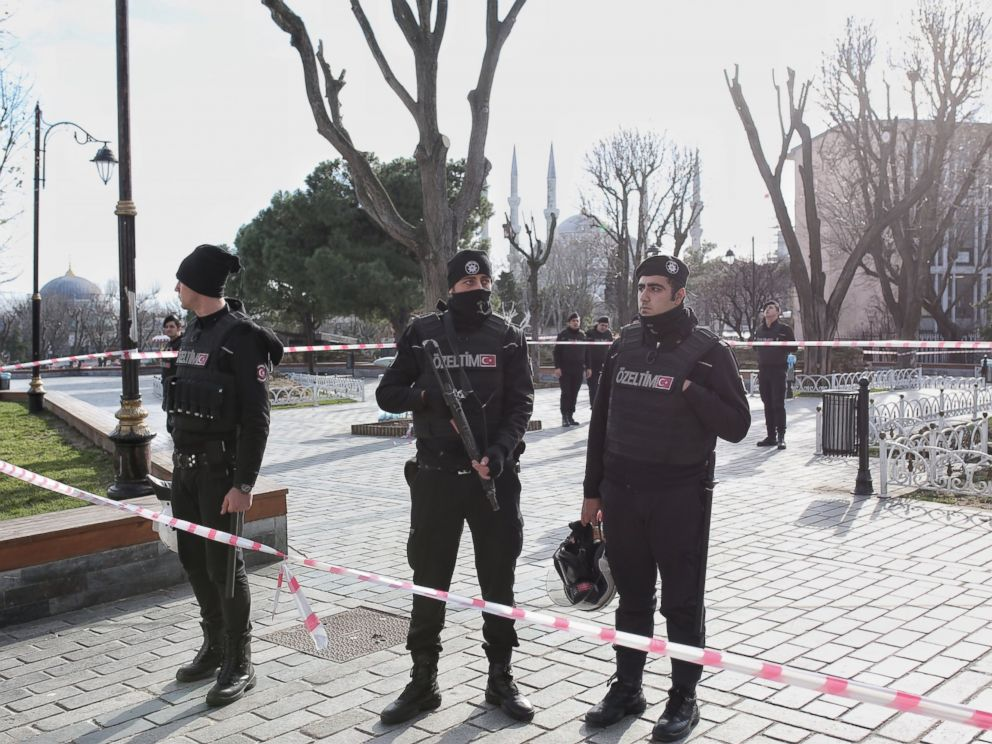 PHOTO: Turkish police secure the area after an explosion in the central Istanbul Sultanahmet district on Jan. 12, 2016 in Istanbul, Turkey.