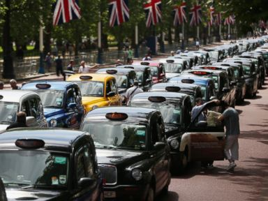London Faces Gridlock as Cabbies Protest Against Uber
