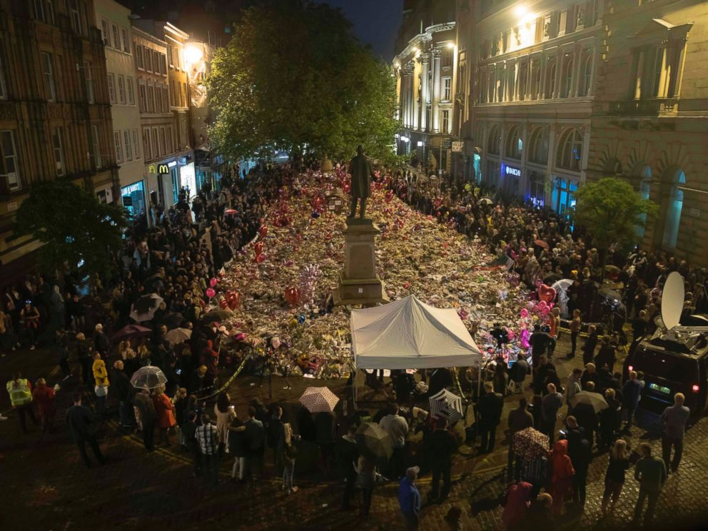 PHOTO: Members of the public take part in a vigil on St. Anns Square in Manchester, northwest England on May 29, 2017, exactly one week after a bomb attack at Manchester Arena killed 22 and injured dozens more.