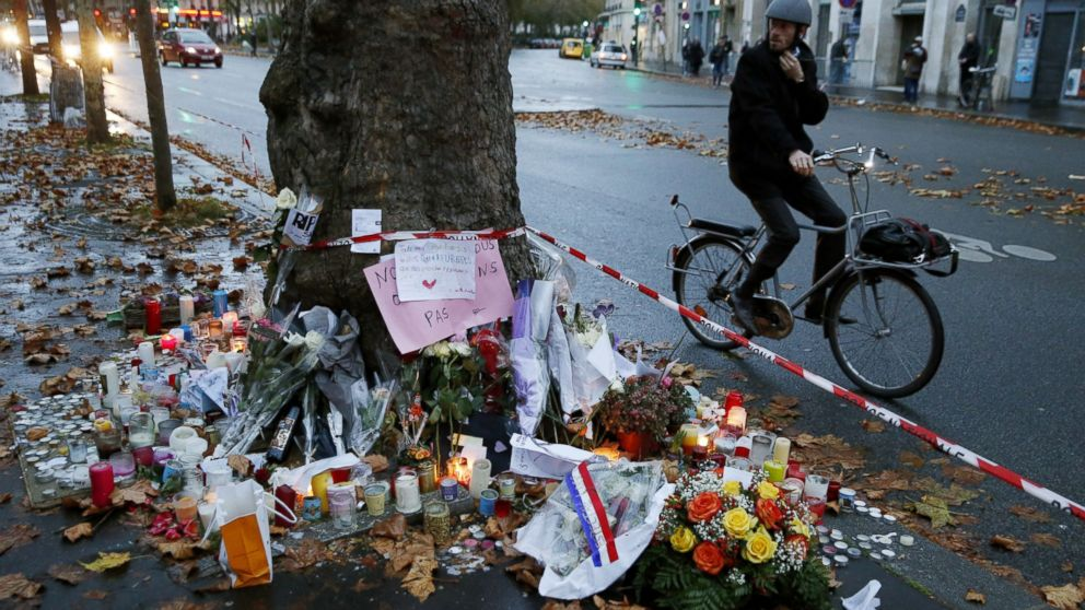 ' ' from the web at 'http://a.abcnews.com/images/International/gty_paris_grief_04_jc_151117_1_16x9_992.jpg'