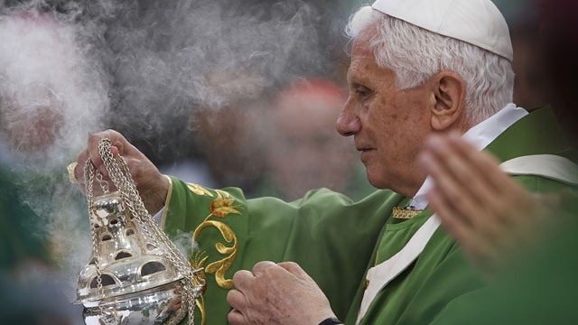 PHOTO: Pope Benedict XVI leads a Catholic mass for 70,000 visitors at Olympiastadion stadium in Berlin, Germany.