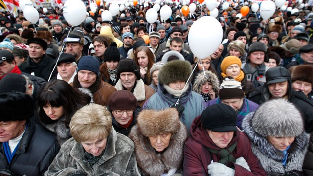 PHOTO: Demonstrators take part in a mass anti-Putin rally, Dec. 24, 2011 in Moscow, Russia.