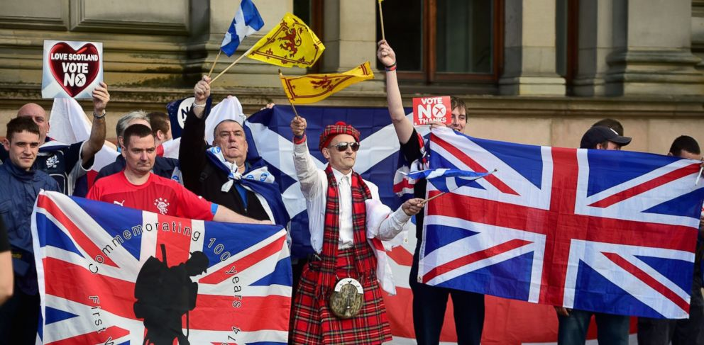 PHOTO: Unionist supporters gather near to George Square, where Yes activists had been holding a pre referendum event on Sept. 17, 2014 in Glasgow, Scotland.
