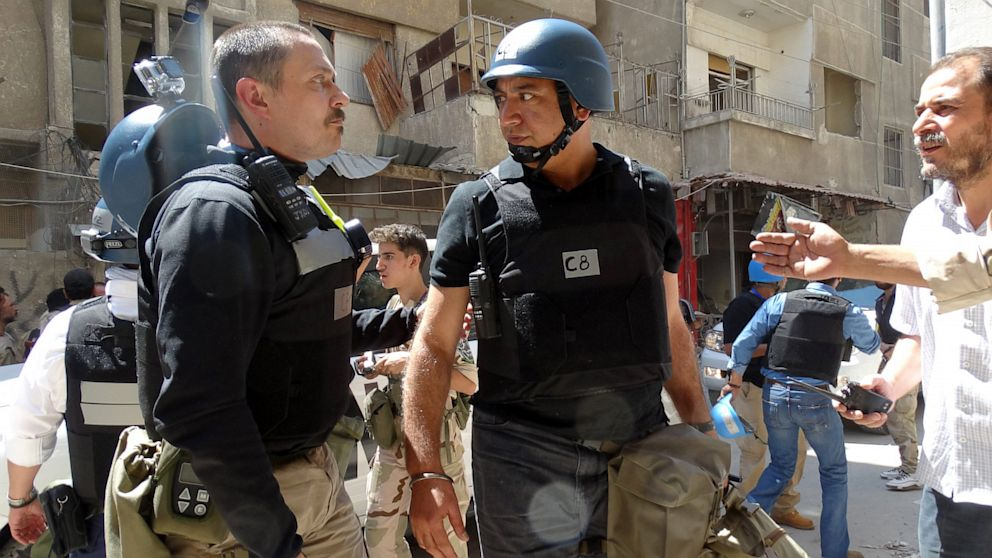 PHOTO: United Nations (UN) arms experts arrive to inspect a site suspected of being hit by a deadly chemical weapons attack last week on August 28, 2013 in the Eastern Ghouta area on the northeastern outskirts of Damascus.
