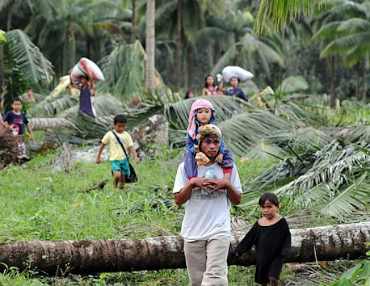 Typhoon Bopha Hits Philippines