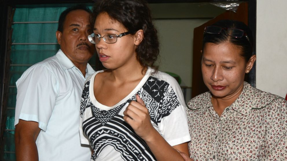 PHOTO: Suspect Heather Mack, center, is taken into custody by police, Aug. 13, 2014, during an investigation into the death of an American tourist whose battered body was found in a suitcase at an exclusive hotel on Indonesias resort island of Bali.