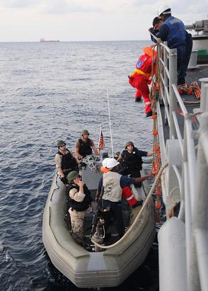 US Navy ship apprehends Somali pirates