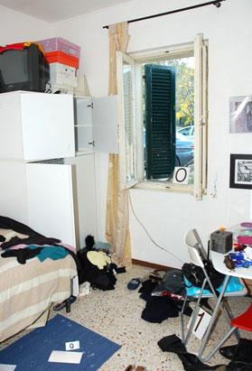 Amanda Knox Photos Crime Scene Photos Amanda Knox Murder