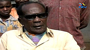 "Photo: Kenyan Man with 100 Wives Dies: Man was nicknamed ""Danger"" because his good looks made him irresistible to women"