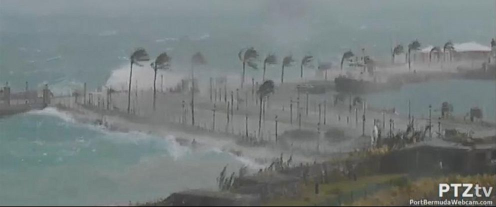 PHOTO: Hurricane Gonzalo makes landfall in Bermuda, Oct. 17, 2014