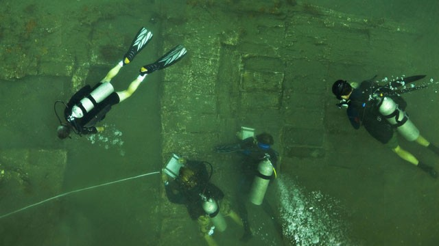 PHOTO: A team of leading U.S. archaeologists study the wreckage of a ship they believe to be part of Captain Henry Morgan's lost fleet.