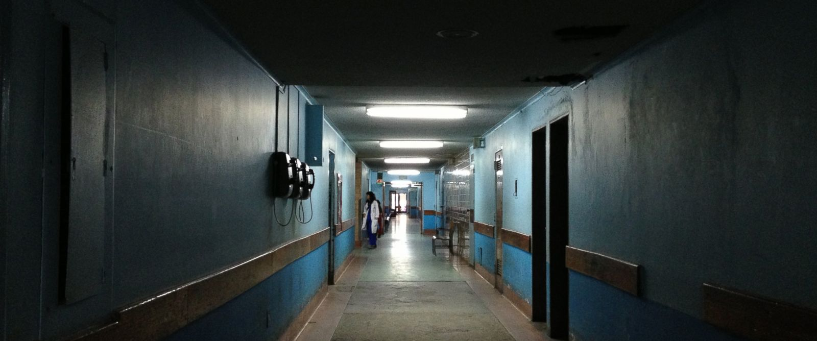 PHOTO: Many hallways of the Hospital Universitario in Caracas, Venezuela lacked light bulbs on July 13, 2016.