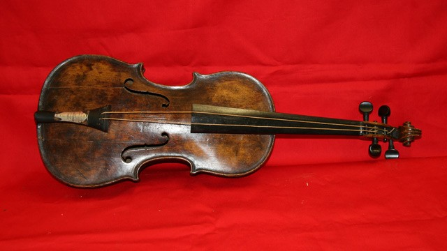 PHOTO: Titanic violin