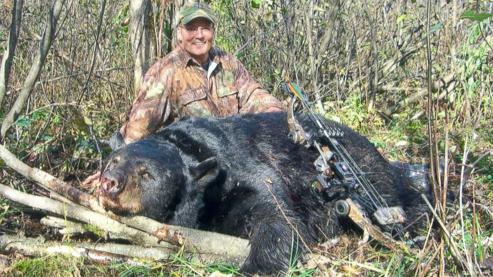 Walter Palmer, crossbow and poached black bear in 2008, photo: Wisconsin Department of Natural Resources