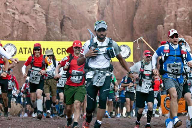 ht zandy ultra marathon atcama desert 2011 runner start thg 130318 wblog Racing the Planet with Zandy Mangold