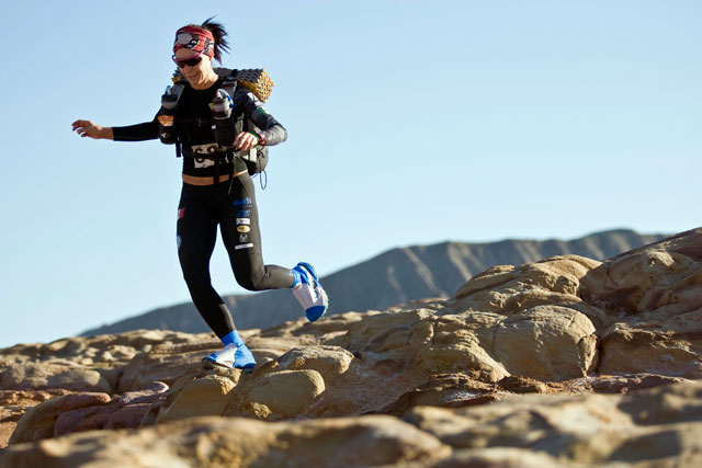 ht zandy ultra marathon gobi desert china 2012 rocks thg 130318 wblog Racing the Planet with Zandy Mangold