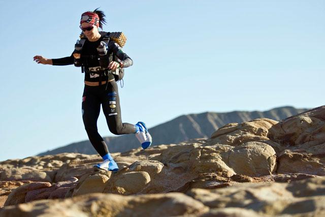 ht zandy ultra marathon gobi desert china 2012 rocks thg 130318 wblog Racing the Planet with Zandy Mangold