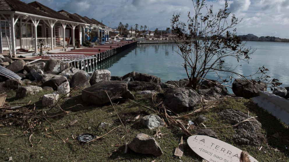 Americans on St. Maarten tell of Irma's devastation, lawlessness; 800 evacuated