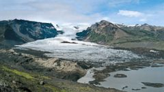 'PHOTO: Vatnajokull Glacier, Iceland.' from the web at 'http://a.abcnews.com/images/International/iceland-glacial-volcano-file-gty-jef-171120_16x9t_240.jpg'
