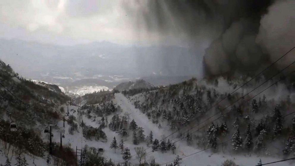 http://a.abcnews.com/images/International/japan-volcano-ski-gty-ps-180123_16x9_992.jpg