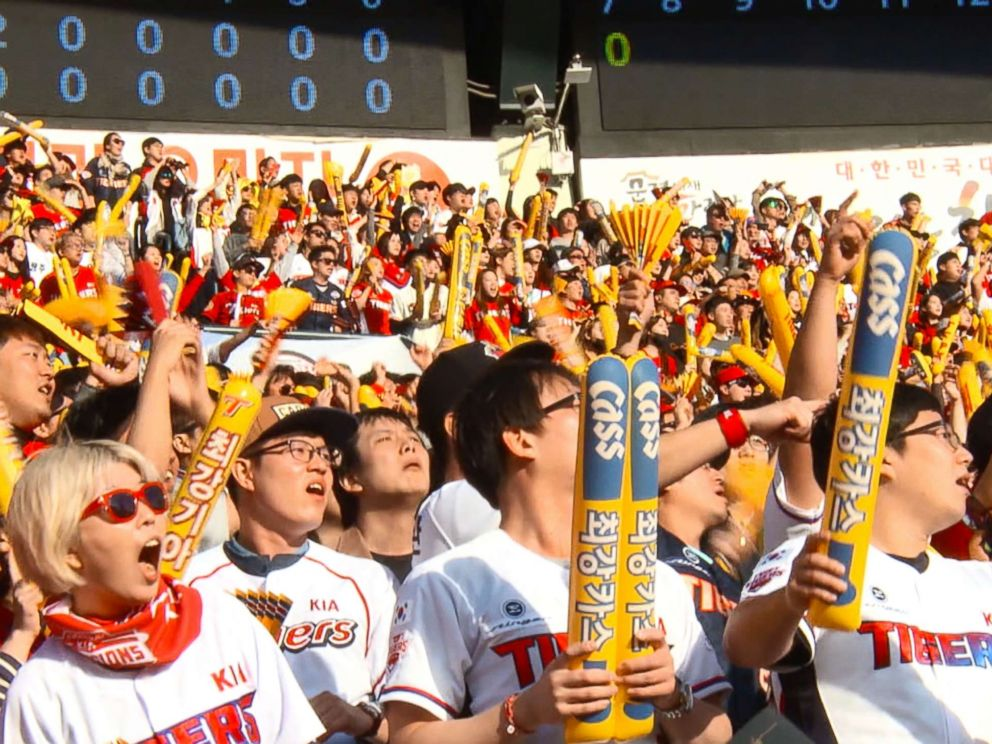 PHOTO: In Seoul, baseball fans wear team uniforms and wave balloon sticks in support of their team.