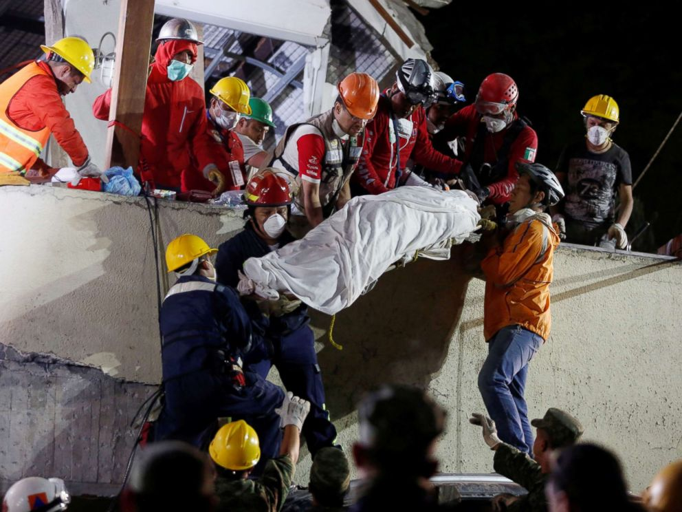 PHOTO: Rescue workers remove a dead body after searching through rubble in a a search for students at Enrique Rebsamen school in Mexico City, Mexico, Sept. 20, 2017.
