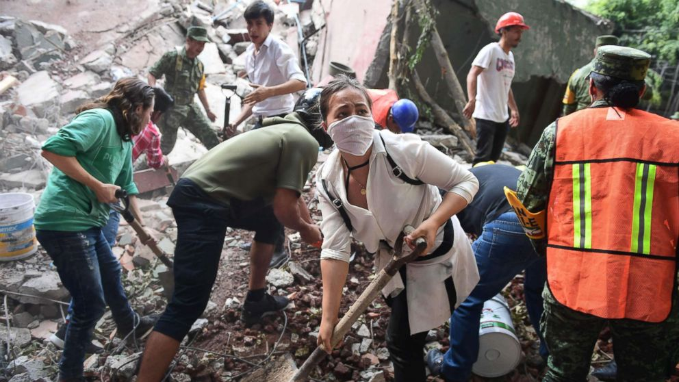 http://a.abcnews.com/images/International/mexico-earthquake-rescue02-gty-hb-170920_16x9_992.jpg