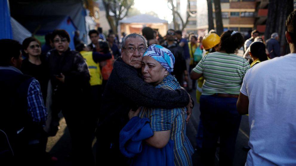 7.2 magnitude earthquake  rocks Mexico , 2 killed in chopper crash