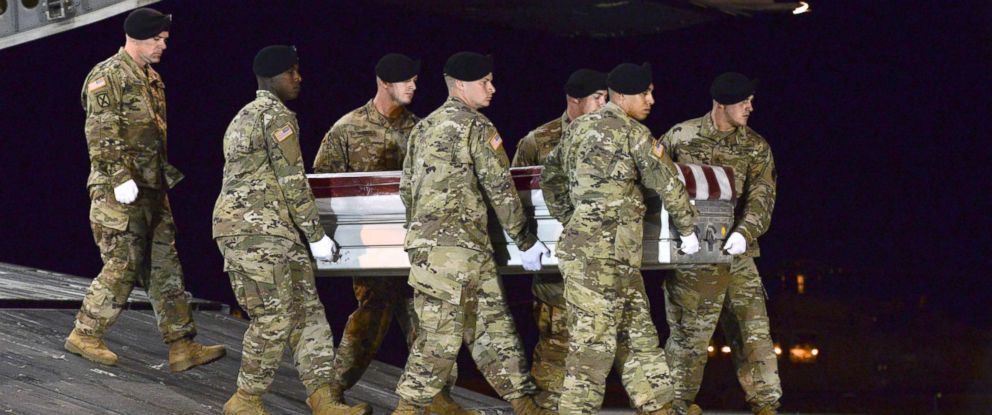 PHOTO: A U.S. Army carry team transfers the remains of Army Staff Sgt. Dustin Wright of Lyons, Ga., Oct. 5, 2017, upon arrival at Dover Air Force Base, Del.