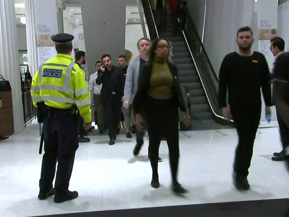 PHOTO: Police officers are responding to reports of an incident at Oxford Circus station in London, Nov. 24, 2017.