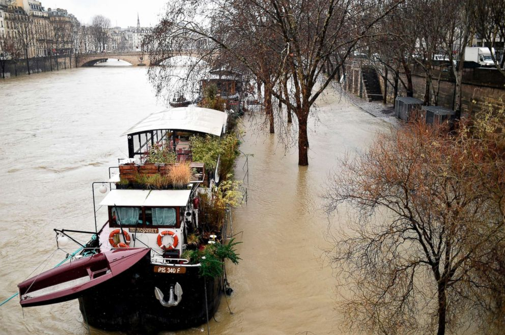 http://a.abcnews.com/images/International/paris-flood-03-gty-rc-180123_3x2_992.jpg