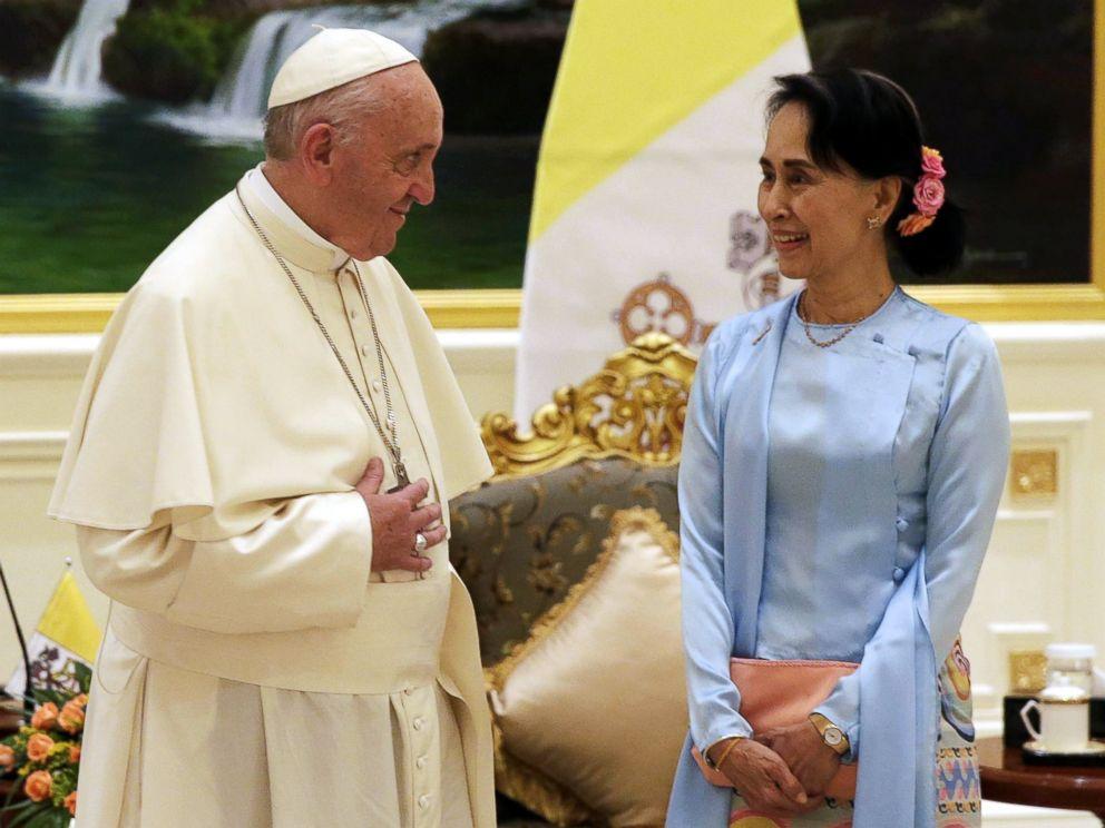 Pope Francis meets Suu Kyi in Myanmar