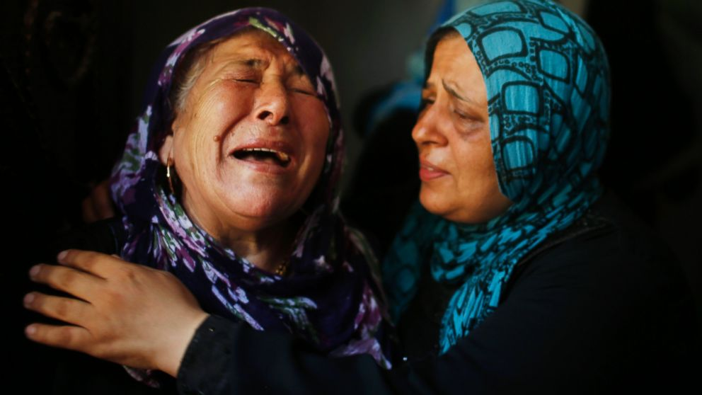 PHOTO: Palestinian relatives mourn during the funeral of members of Hamad family in the town of Beit Hanoun, Gaza Strip, July 9, 2014.