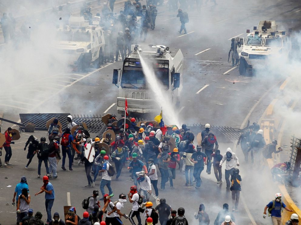PHOTO: Opposition supporters clash with riot police during a rally against President Nicolas Maduro in Caracas, Venezuela, May 3, 2017.