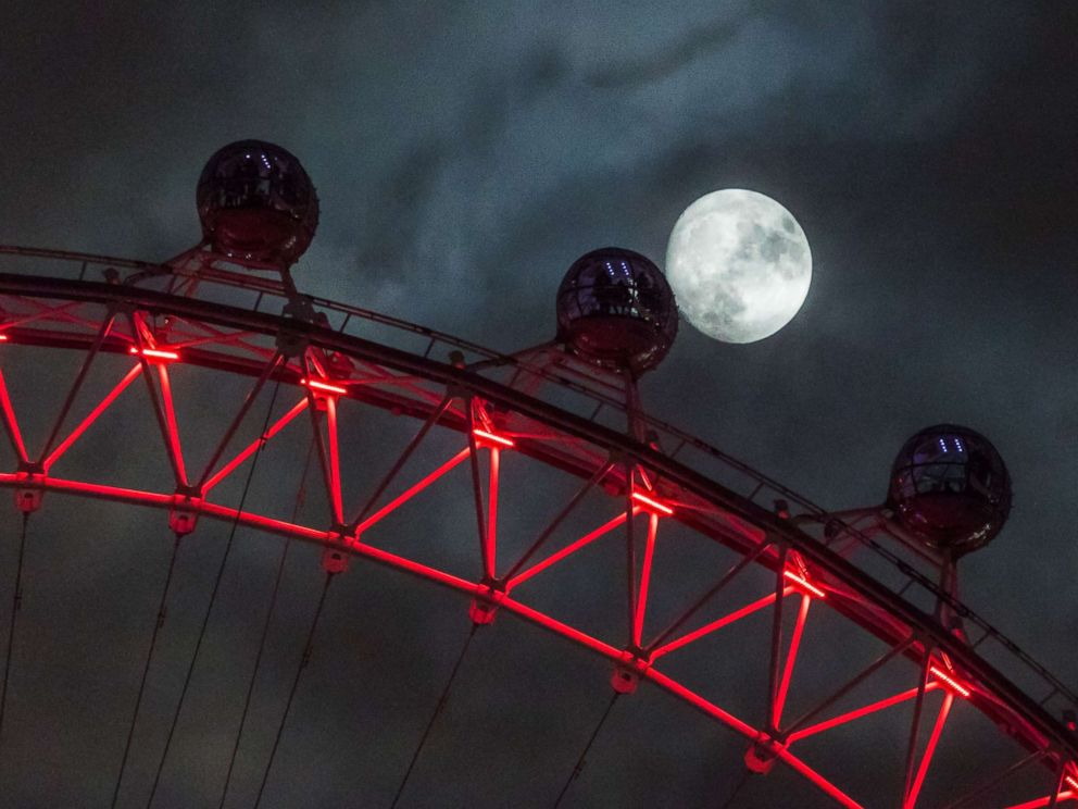 PHOTO: Seen from Downing Street, the moon rises behind the London Eye, Dec. 01, 2017 in London.