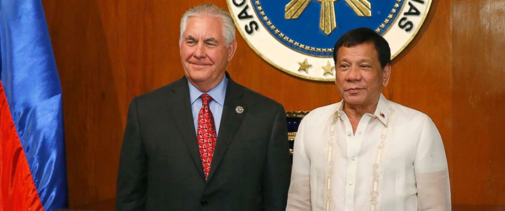 PHOTO: U.S. State Secretary Rex Tillerson, left, poses with Philippine President Rodrigo Duterte during the formers courtesy call at Malacanang Palace in Manila, Philippines, Aug. 7, 2017.