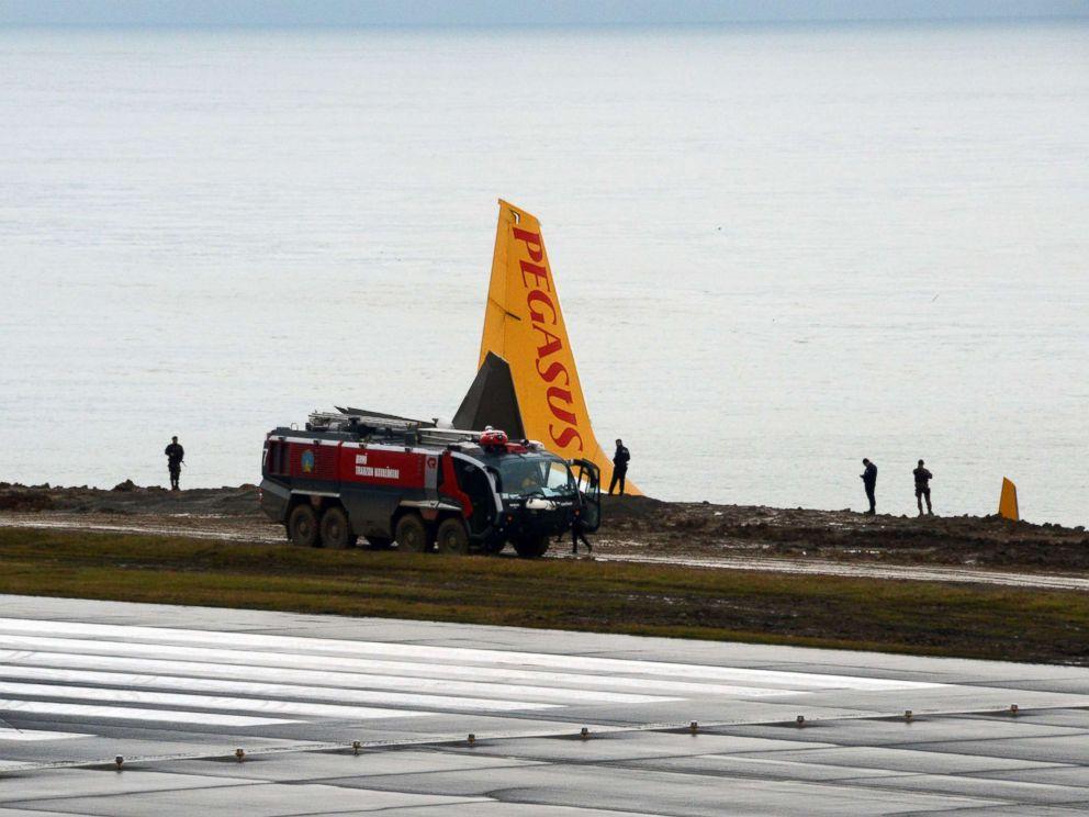 Plane skids off runway in northern Turkey
