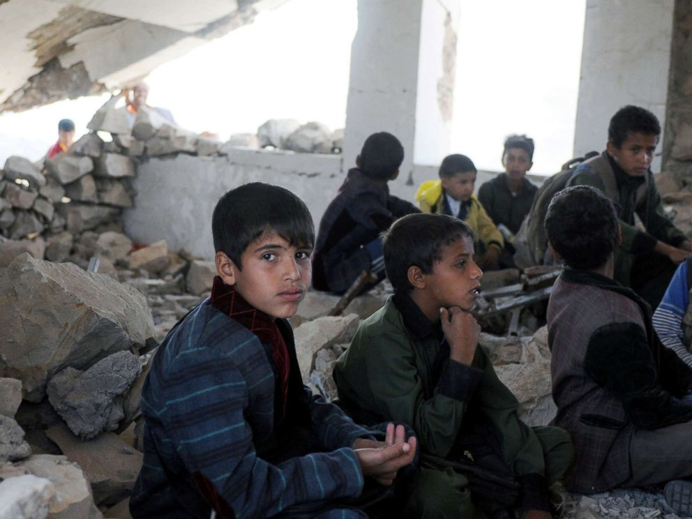 PHOTO: Yemeni students attend classes on the first week of a new school year at a public school bombed by Saudi-led airstrikes in Ibb, Yemen, Oct. 18, 2017.