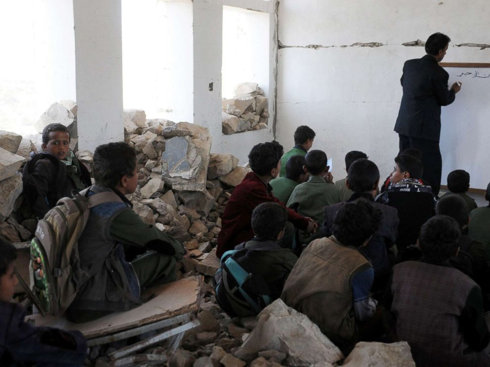 PHOTO: Yemeni students attend classes on the first week of a new school year at a public school allegedly bombed by Saudi-led airstrikes in Ibb, Yemen, Oct. 18, 2017.