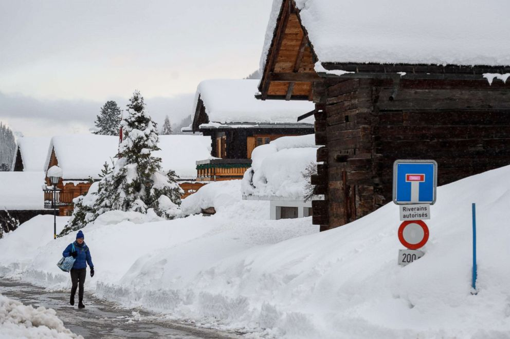 Heavy snow and avalanche risk strands thousands of tourists at Swiss resort
